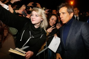 Ben Stiller poses with fans at the Rome premiere of Zoolander No. 2
